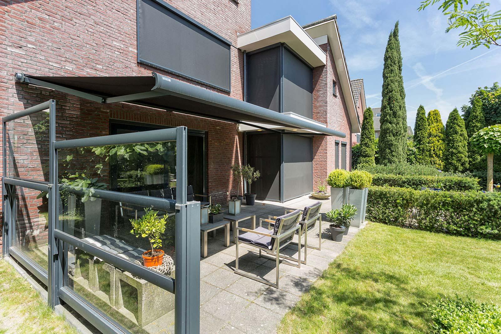bewegl wetterschutz f r ihre terrasse direkt vom. Black Bedroom Furniture Sets. Home Design Ideas